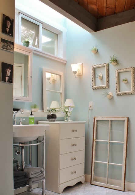 my houzz busy family farmhouse romantique salle de bain seattle par kimberley bryan. Black Bedroom Furniture Sets. Home Design Ideas