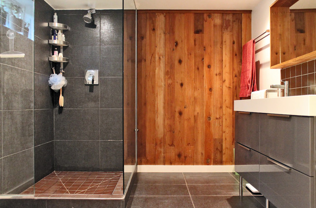 My Houzz: Color and Creativity Energize a Midcentury Home eclectic-bathroom