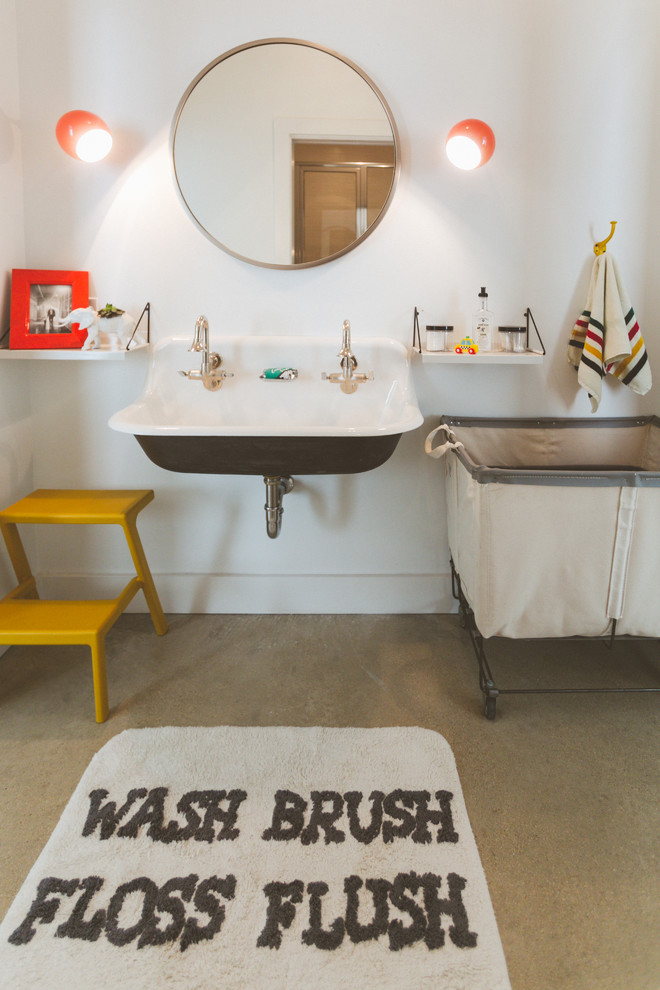 Minimalist bathroom photo in Austin