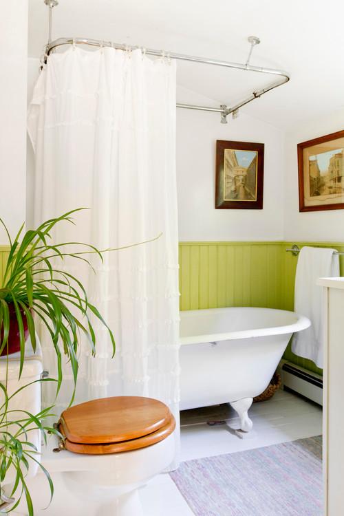 small bathroom with a clawfoot bathtub
