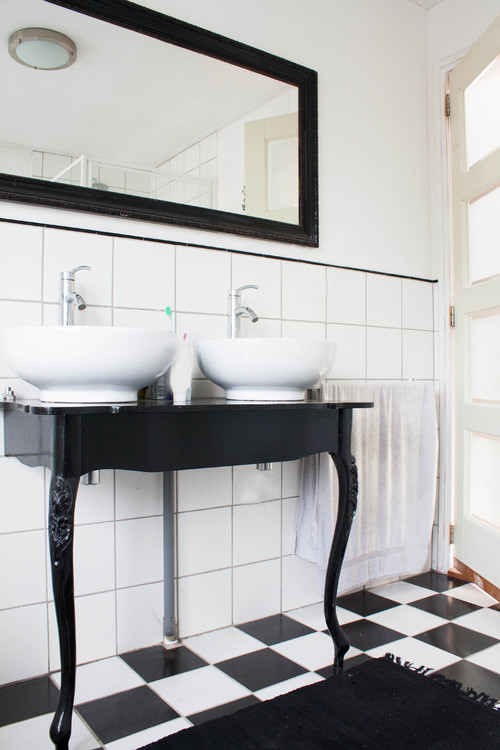 Which Pick Up The Black And White Tile Floor And The Legs Of The Claw Foot Tub The Surprising Teal Ceiling Love This And The Vintage Wood Soapbox