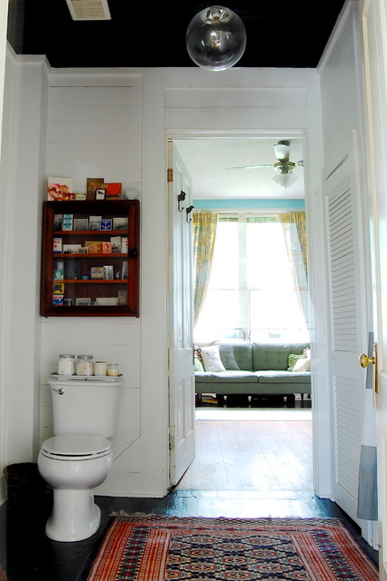 My Houzz: Mid-Century Modern Décor meets Bold Textiles in a Mississippi Home eclectic-bathroom