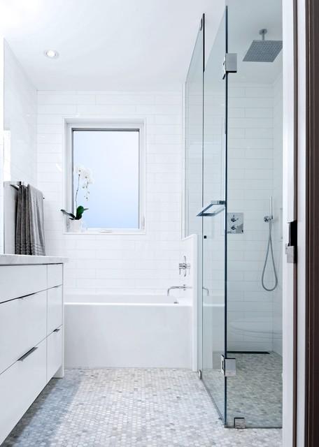 My houzz modern annex renovation contemporary bathroom toronto by andrew snow photography - Houzz salle de bain ...