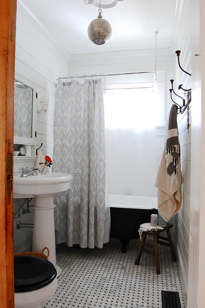 Eclectic claw-foot bathtub photo in New York