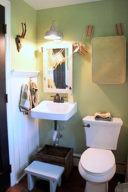 My houzz vintage farmhouse style farmhouse bathroom for Old farmhouse bathroom ideas