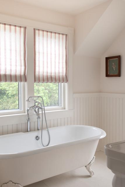 Nantucket cottage beach style bathroom for Nantucket style bathrooms