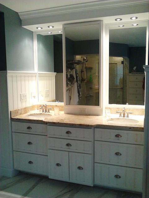 Nantucket beach-style-bathroom