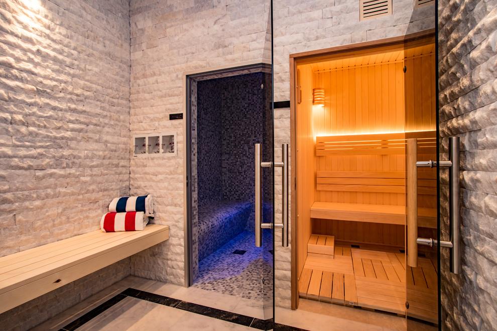 Idee per una stanza da bagno minimal di medie dimensioni con piastrelle grigie, pareti grigie, pavimento bianco e piastrelle di marmo