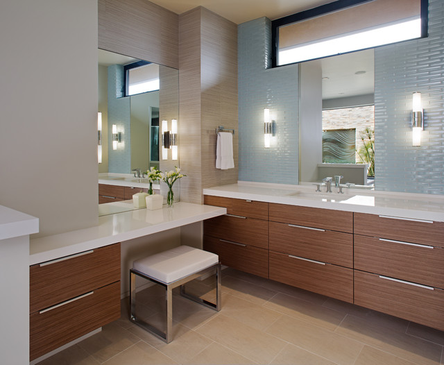 New Construction - Del Mar Mesa, CA contemporary-bathroom