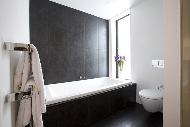 New york nero tiled bathroom 5 lombardia way karaka for Bathroom design ideas new zealand