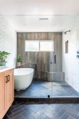 Bathroom of the Week: A Wet-Room Strategy and Nods to Retro Style