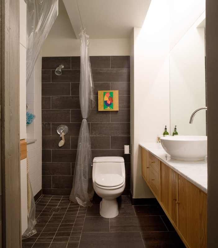 Example of a trendy bathroom design in Chicago