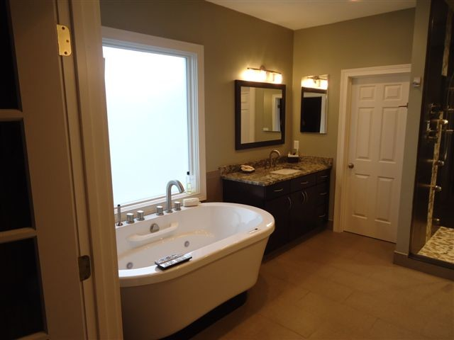 Norfolk modern-bathroom