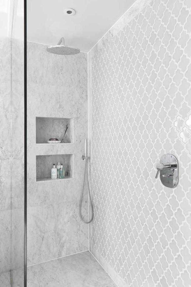 Bathroom - contemporary bathroom idea in London