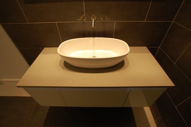 Oblong sink modern-bathroom