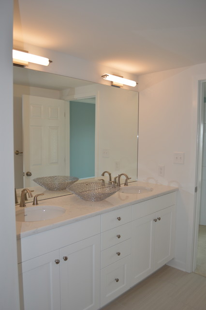 Model Absolutely Adorable 2 Bedroom 1 Bathroom  New Fixtures, Toilet And Sink The Gorgeous Southern Rocking Chair Front Porch Overlooks The Shady Oak Tree Lined Street Close To The Antique District, Historic Downtown Wilmington, &amp Just
