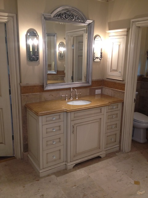 Old oak bathroom remodel traditional bathroom dallas for Bathroom remodel 101