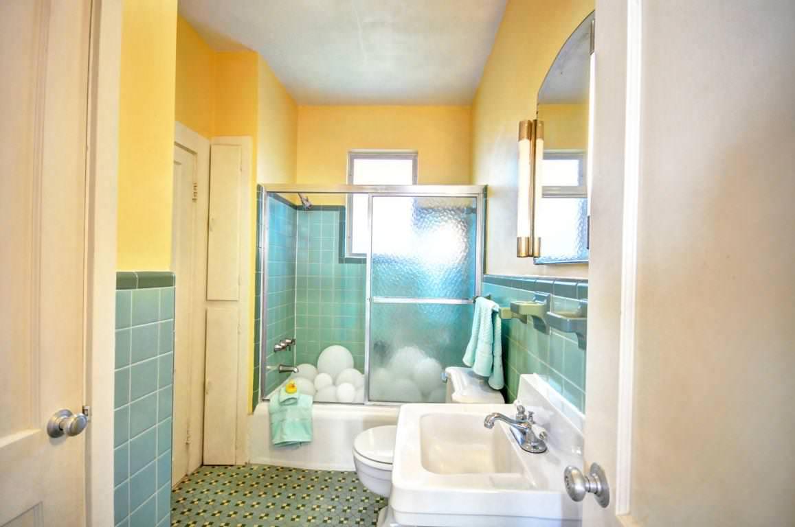 Blue And Yellow Bathroom Ideas Houzz, Teal And Yellow Bathroom Decor