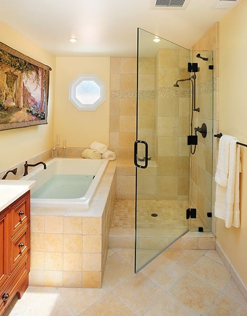 Image Credit: Houzz. 2. Compact Elegant White Tiled Bathtub And Shower Combo