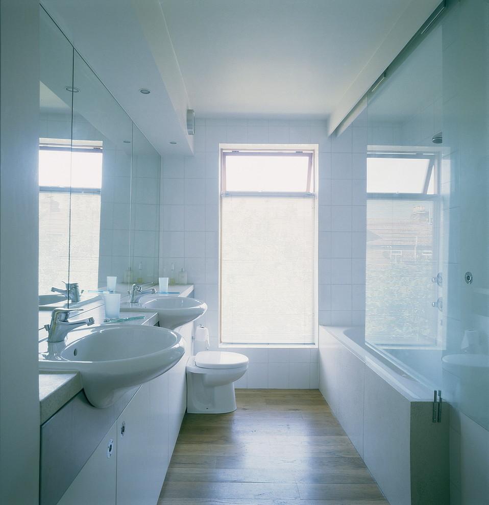 Kleines Modernes Badezimmer in Sonstige