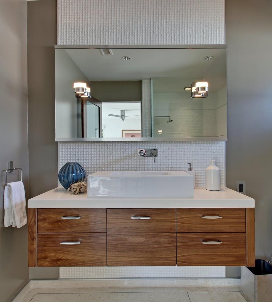 Bathroom - mid-century modern bathroom idea in Los Angeles