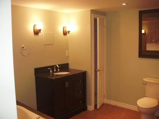Oro traditional-bathroom