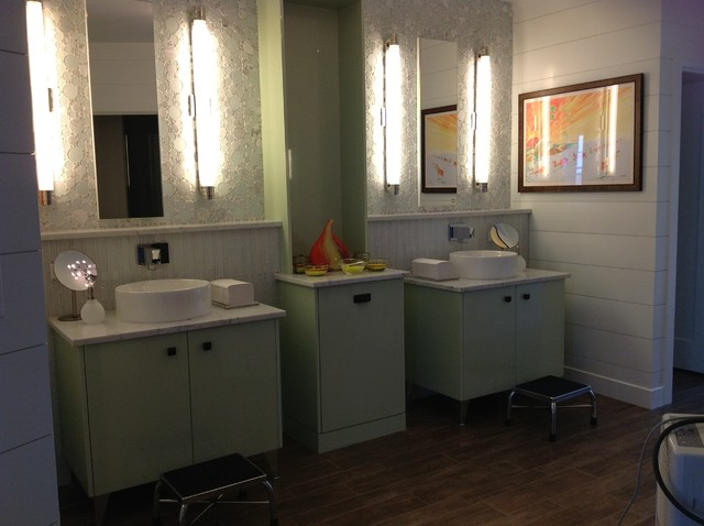 Osterville Poolhouse traditional-bathroom