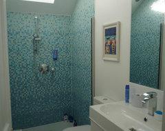 P1030248.JPG modern-bathroom