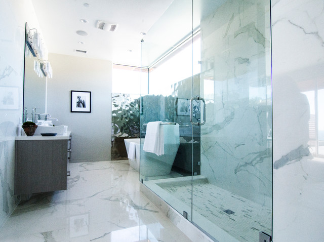 Pacific Palisades Ca Beach Style Bathroom Los Angeles By Lisa Bell Design Group