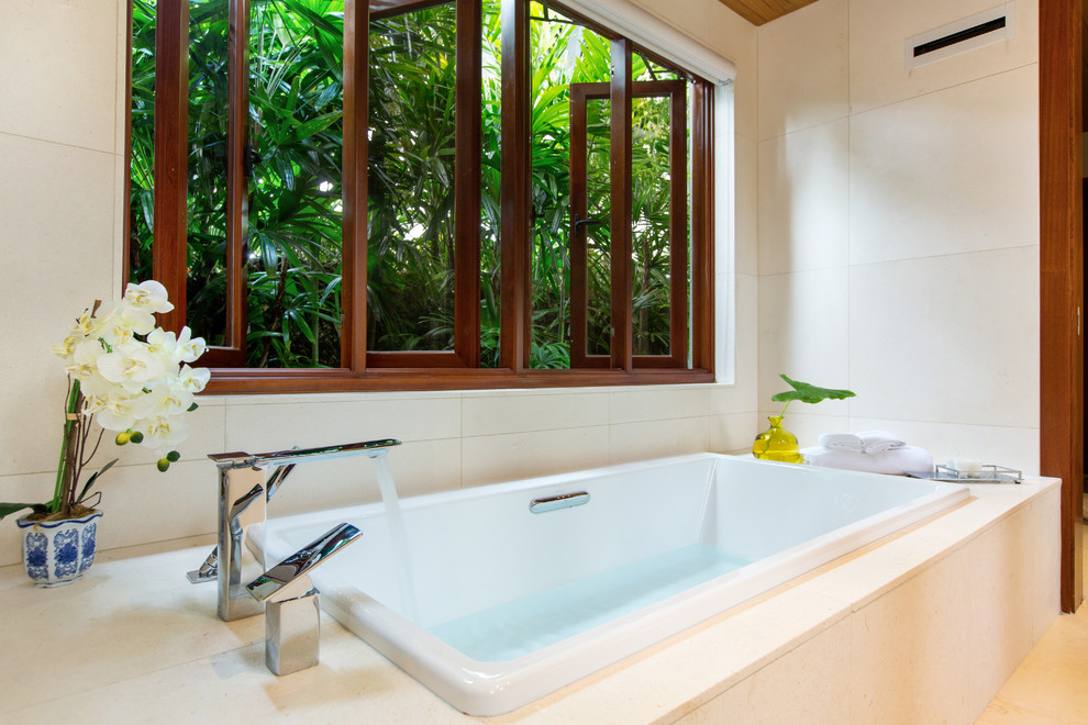 Inspiration for a tropical bathroom remodel in Hawaii