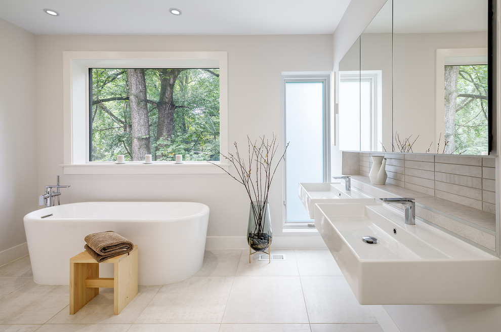 Freestanding bathtub - large 1960s master porcelain tile and gray tile porcelain tile and beige floor freestanding bathtub idea in DC Metro with a wall-mount sink and gray walls