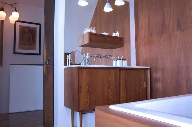 Modern Bathroom by Jenn Hannotte / Hannotte Interiors