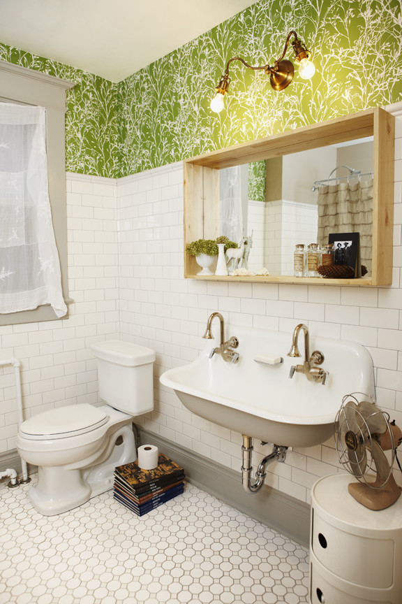 Example of a danish bathroom design in Toronto