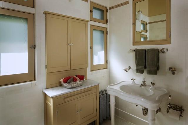 Pasadena Greene & Greene traditional-bathroom