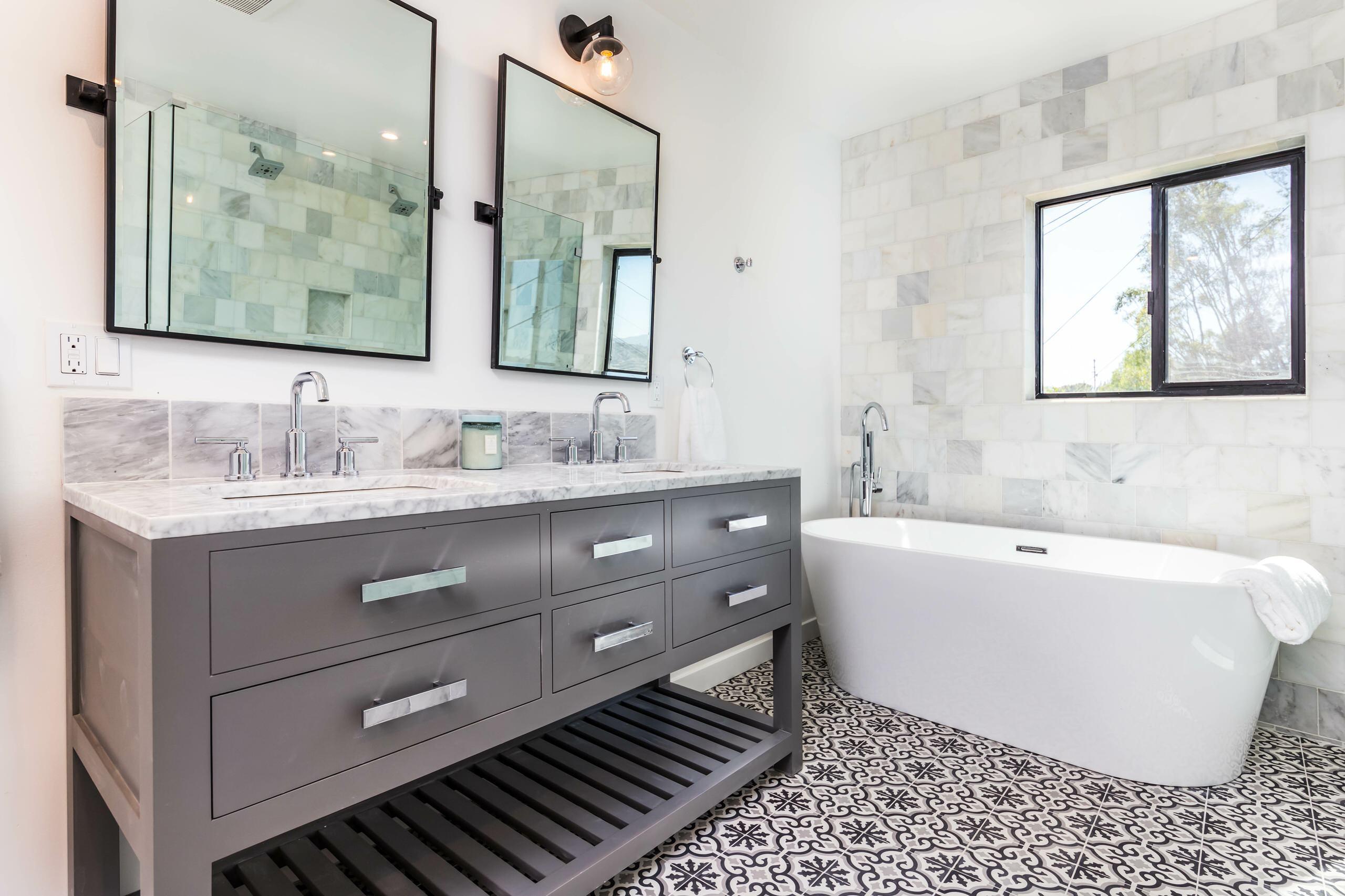 Patterned tile Compact Bathroom