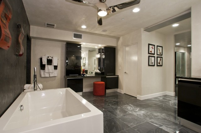 Phoenix Modern Home modern-bathroom