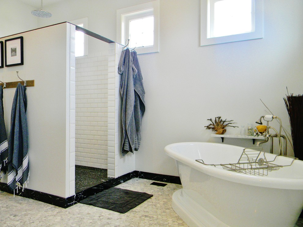 Example of a farmhouse bathroom design in Seattle