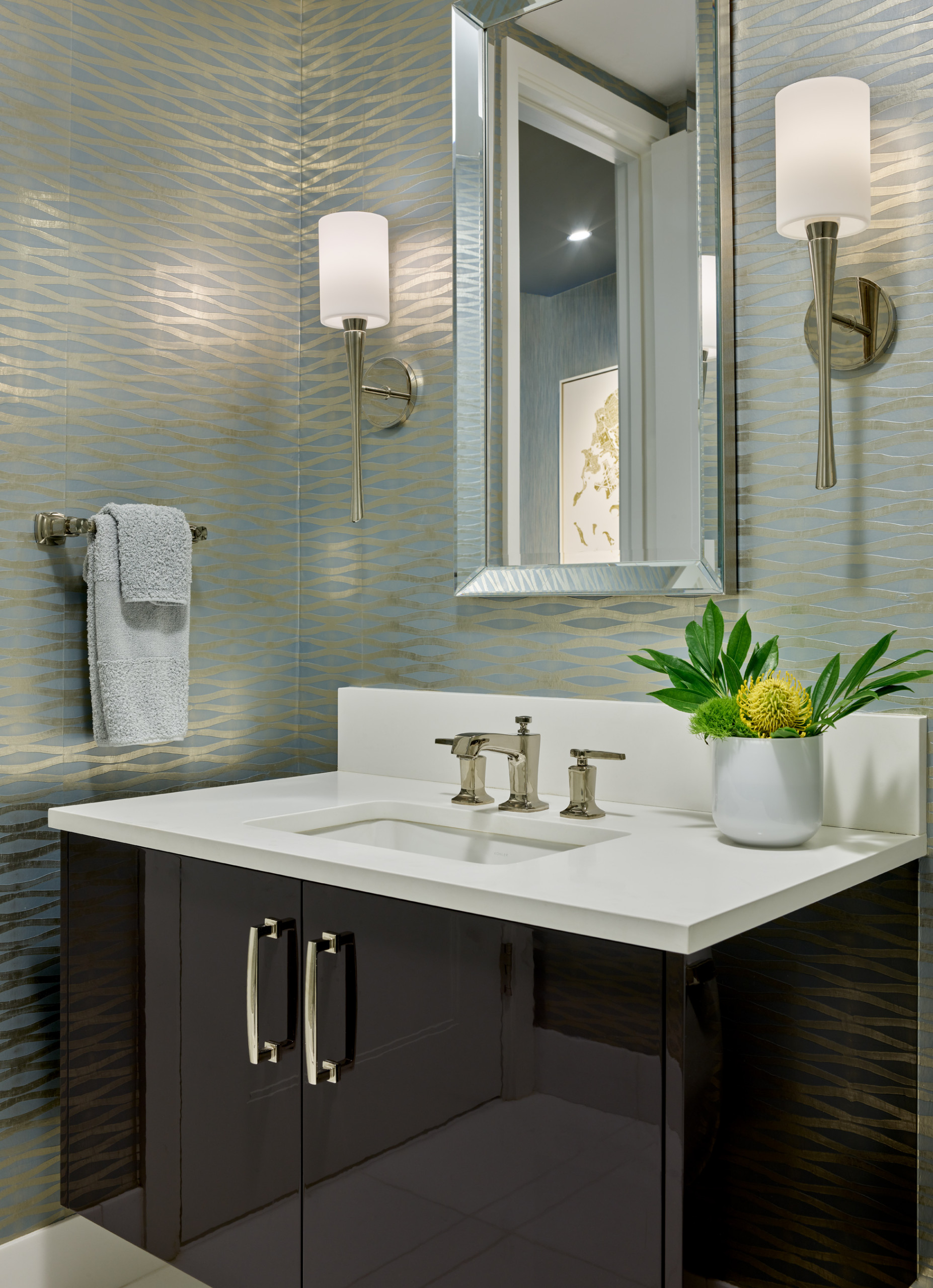 Must See Wallpaper Bathroom Pictures Ideas Before You Renovate 2020 Houzz