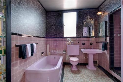 Pink silver black bathroom for Pink black bathroom ideas