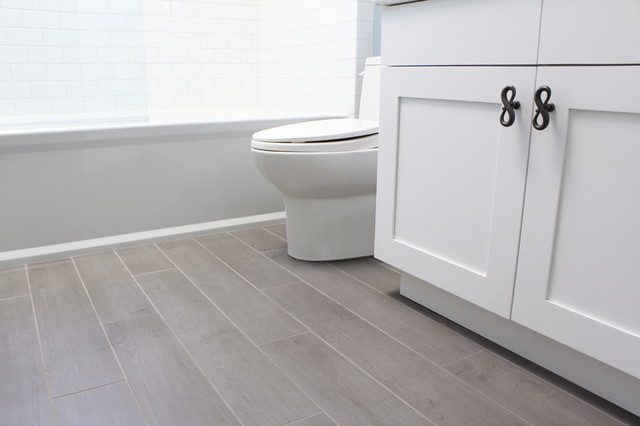 Porcelain Tiles That Look Like Hardwood Floor Traditional Bathroom