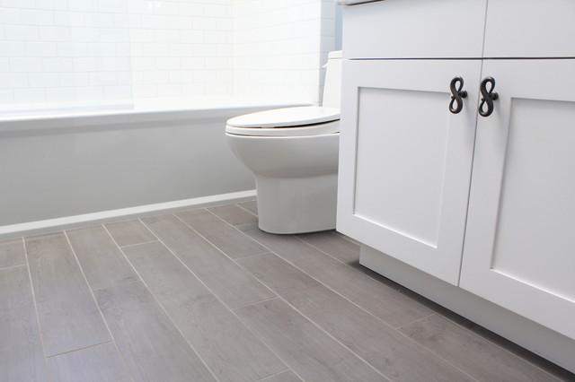 Porcelain Tiles That Look Like Hardwood Floor American Traditional Bathroom