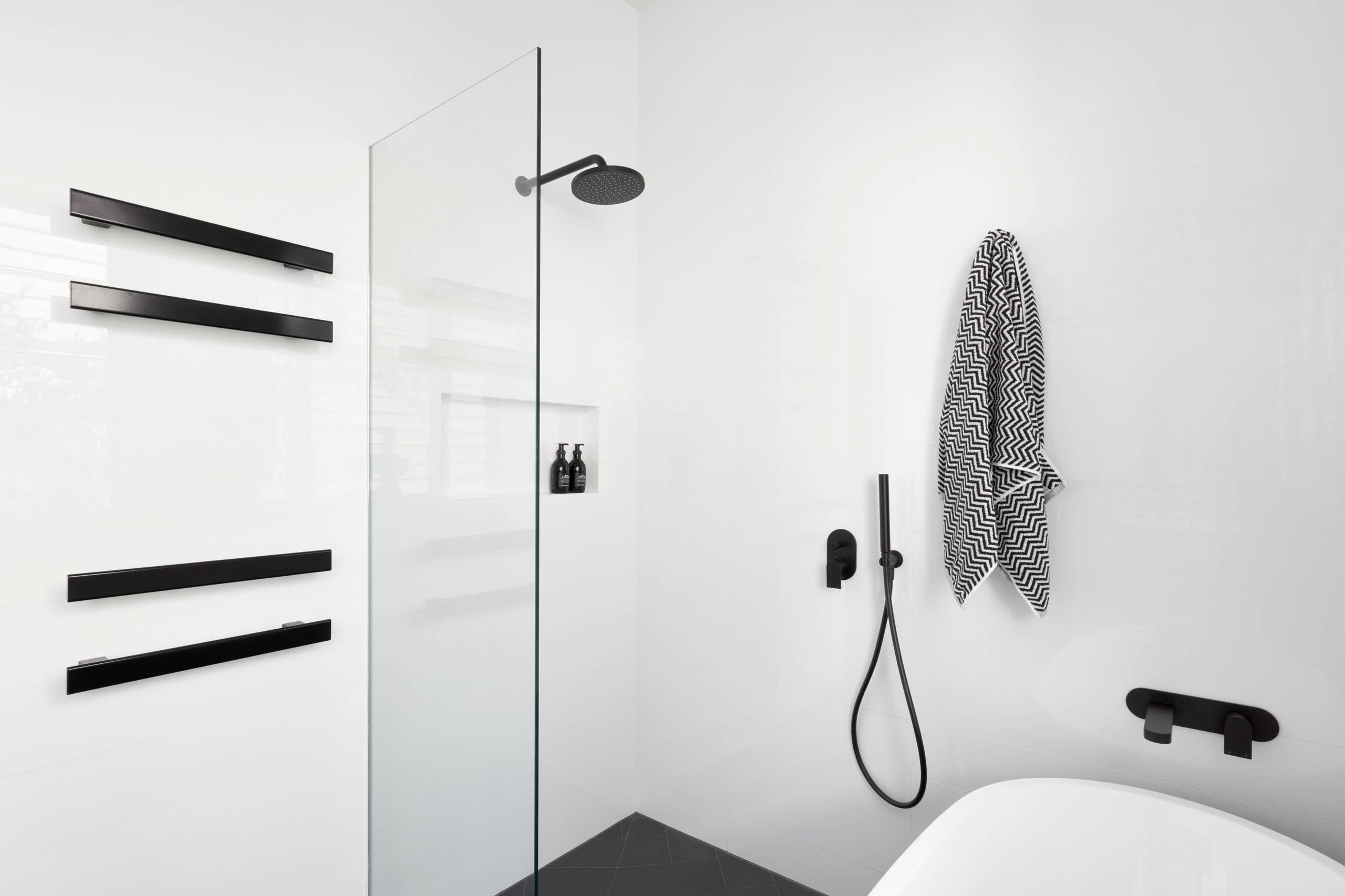 Ein 20,20 qm Bad im Reihenhaus mit Dusche und Wanne
