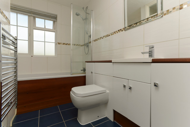 Portfolio country bathroom london by greenwood property solutions ltd for Bathroom remodel greenwood in