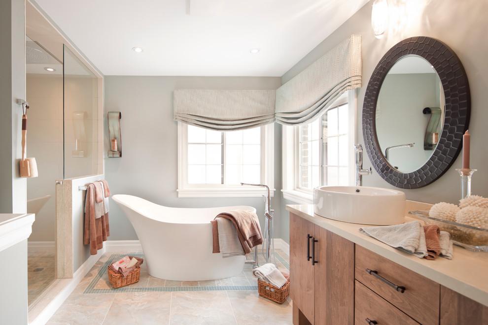 Cette photo montre une salle de bain tendance avec une vasque.