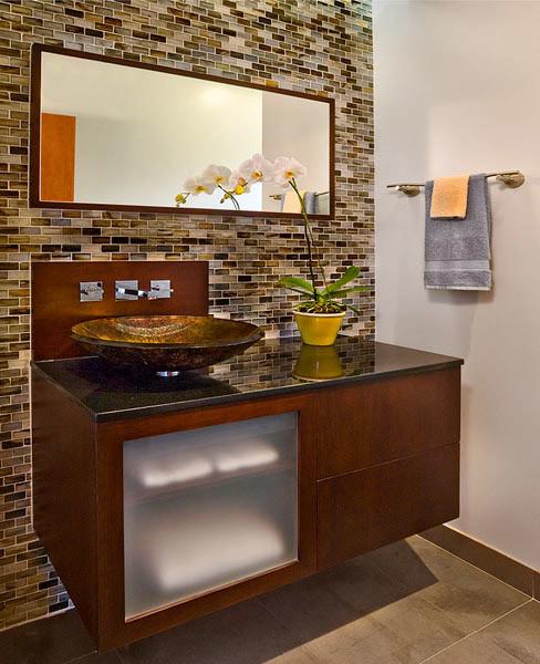 Example of a minimalist bathroom design in Los Angeles