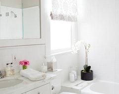 Presidio Heights Pied-à-terre traditional-bathroom