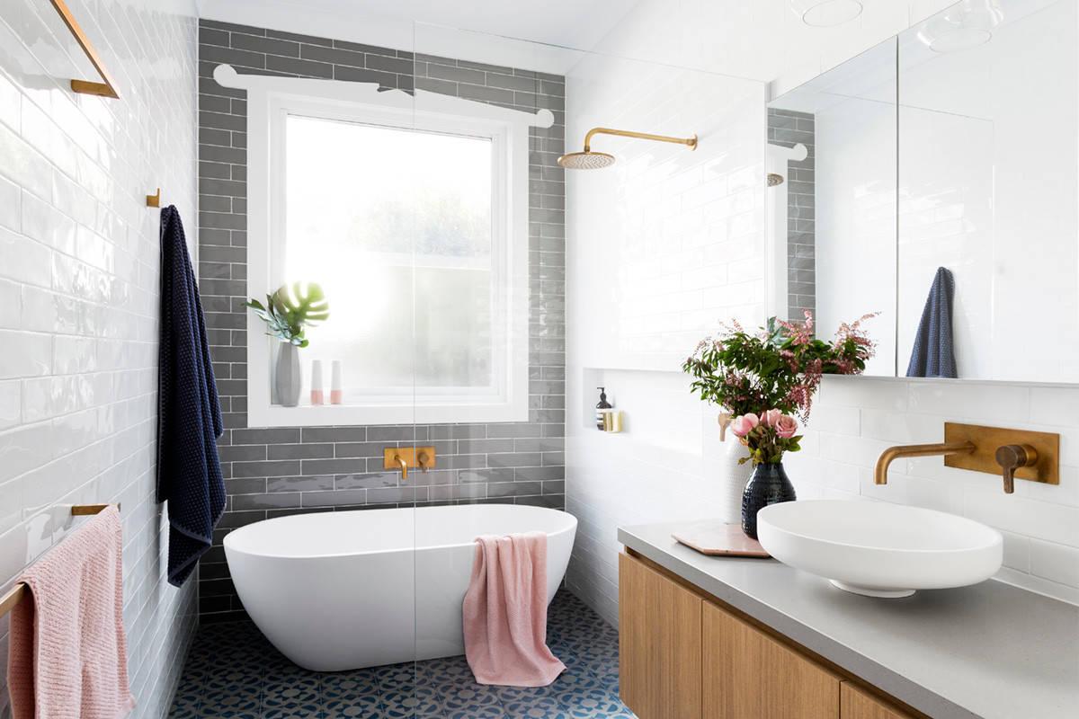 So beruhigend Ein 20,20 qm kleines, langes Bad in sanften Farben