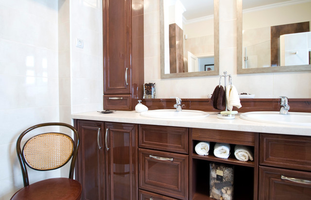 Private home traditional-bathroom