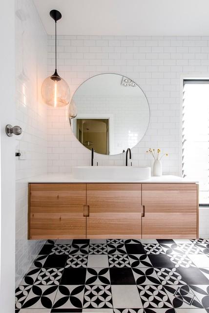 Ispirazione per una stanza da bagno contemporanea con lavabo rettangolare, piastrelle diamantate, pistrelle in bianco e nero e top bianco