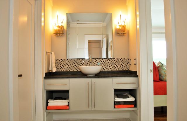 Pye Residence tropical-bathroom